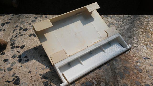 Oprava vylomených dvířek skimmeru kbazénu